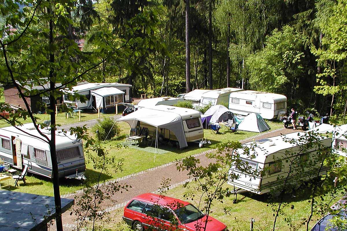 campingplatz und bungalowdorf am waldbad erlau th ringen. Black Bedroom Furniture Sets. Home Design Ideas