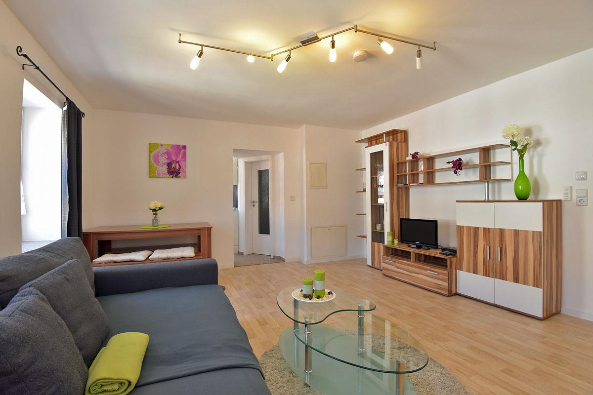ferienwohnungen in sonneberg fewos jasmin dahlie orchidee. Black Bedroom Furniture Sets. Home Design Ideas