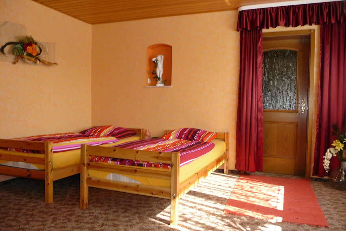 pension haus germania erfurt th ringen. Black Bedroom Furniture Sets. Home Design Ideas