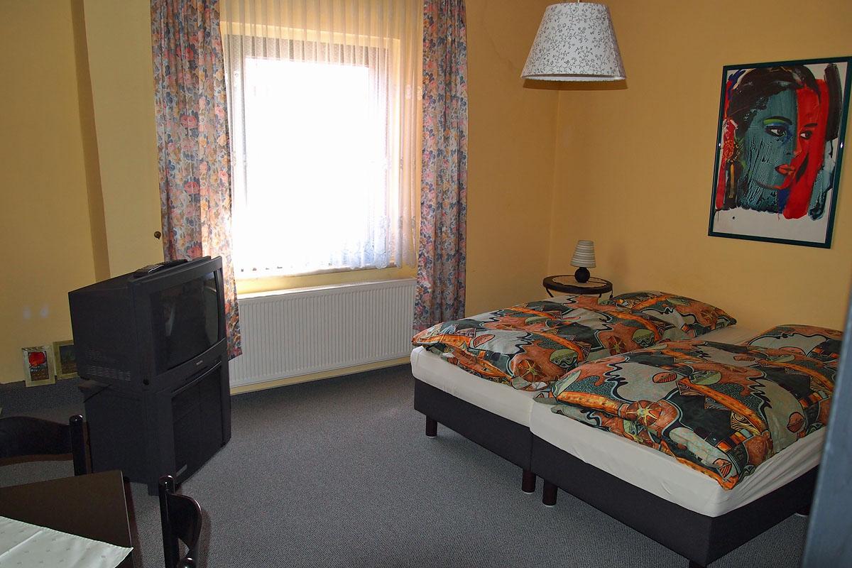 gasthaus pension zur guten quelle erfurt ot. Black Bedroom Furniture Sets. Home Design Ideas